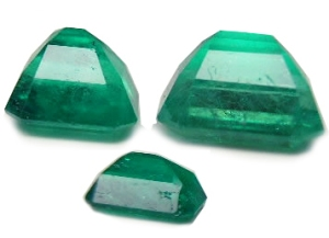 Flaws in natural emeralds