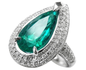 Emerald engagement ring pear shaped