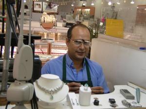 Emerald jeweler specialist