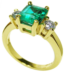 Emerald engagement rings yellow gold